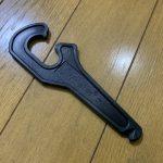1本だけで簡単にタイヤを着脱できるタイヤレバー「タイヤキー」